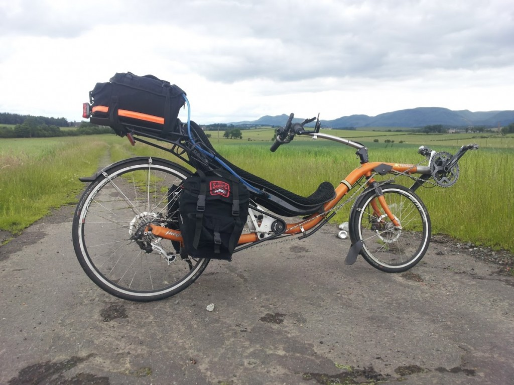 Sideon view of the Fuego with panniers and rackbag